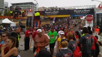 Thousands Turn Out for 2013 Rock 'n' Roll Marathon