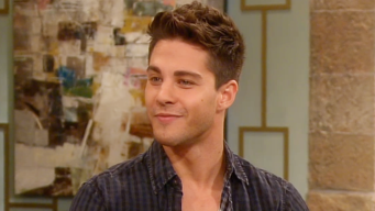 "Dean Geyer Gets Intimate with Kate Hudson on ""Glee"""