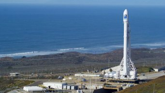 SpaceX Delays Its First Manned Flight to ISS
