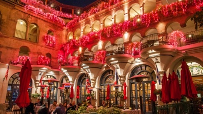 Oooh Over Mission Inn's Sparkly Valentine's Décor