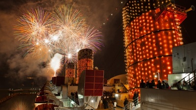 """Queen Mary Takes a New Year's Eve """"Voyage"""""""