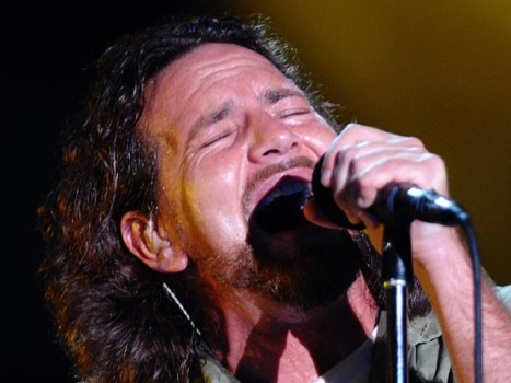 Eddie Vedder Sings for Haiti