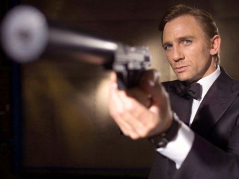 "Daniel Craig Taking Aim at ""The Girl With the Dragon Tattoo"""