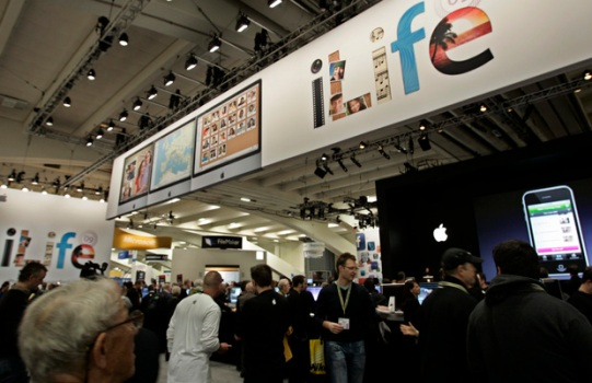 Apple Enthusiasts Descend on San Francisco for MacWorld