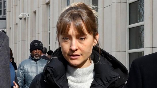 [NY] 'Smallville' Alum Allison Mack Pleads Guilty In NXIVM Case