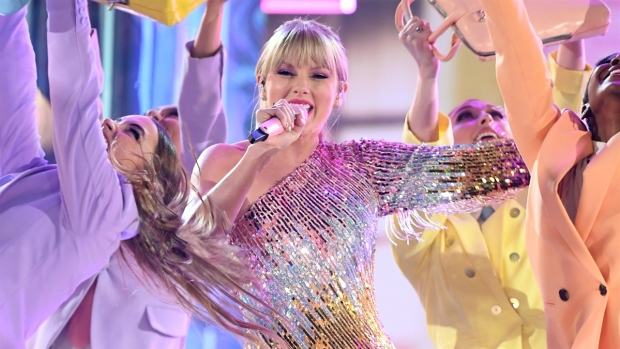 [NATL-AH] Taylor Swift Slays BBMAs With Live Debut of Hit Single 'ME!'