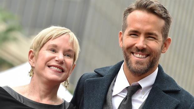 [NATL-AH]Ryan Reynolds' Mom Wishes Him Happy Birthday With Ukulele Performance