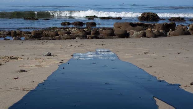 [NATL-LA] Broken Pipeline Spills Oil on Coastline Near Santa Barbara