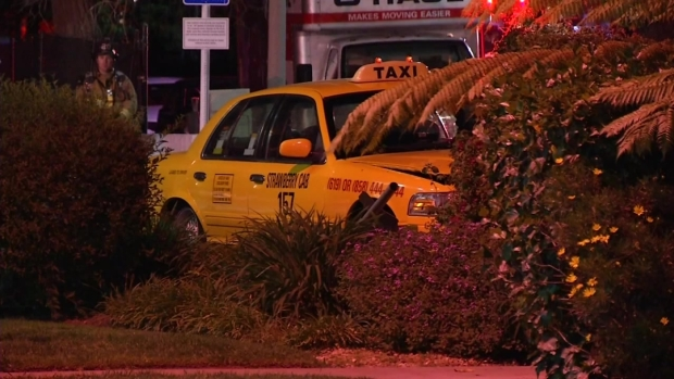 [DGO] Taxi Crashes, Evacuates Hotel