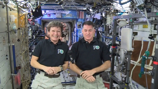 [NATL] Peggy Whitson Completes 8th Spacewalk