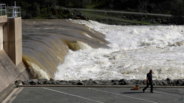 Extreme Weather: Damaged Calif. Dam, Winter Storms and More