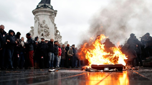 [NATL] Top News Photos: France Braces for 4th Weekend of Anti-Government Protests