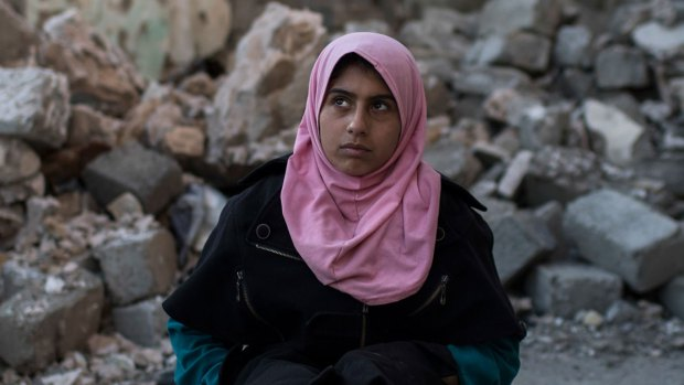Teenage Girl Emotionally Shattered After Mosul Fighting