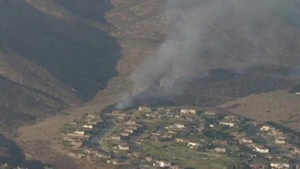 [DGO] Brush Fire Sparks Behind Homes in Chula Vista