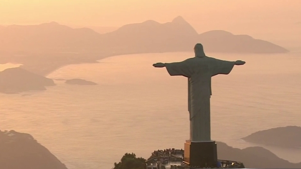 [DGO] Crowds Drawn to Christ the Redeemer