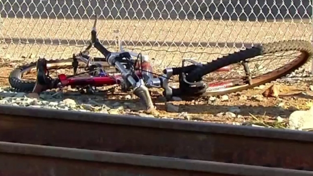 [DGO] Cyclist Wearing Earbuds Killed by Trolley