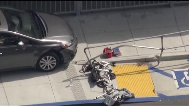 [DGO] Driver Hops Curb at School, Injures 9 Kids