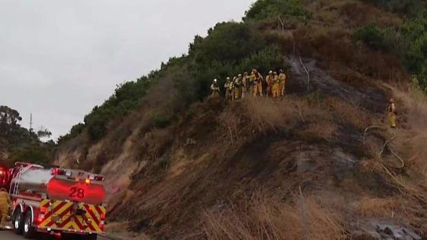 [DGO] Firefighters Knock Down Brush Fire in Clairemont