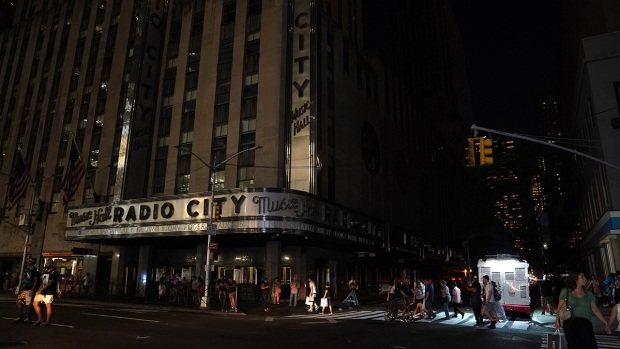 [NATL-NY] NYC Power Outage: Photos of the Blackout