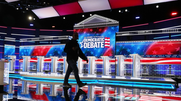 Top News Photos: Candidates Prepare for Nov. Debate, More
