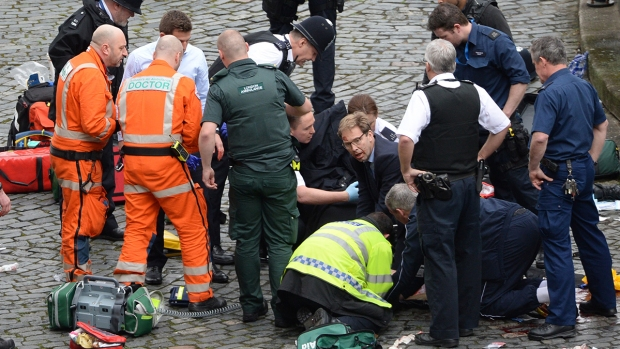 [NATL] Emergency Crews Respond to Incident at Britain's Parliament