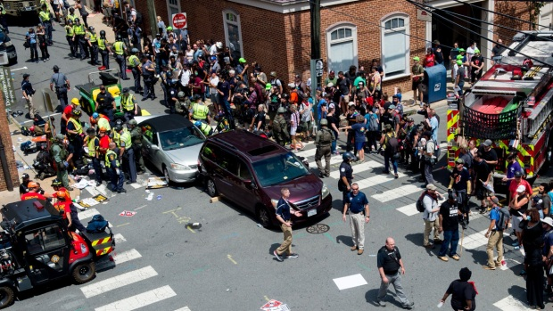 [NATL]Dramatic Photos: Violent Clash at White Nationalist Rally in Charlottesville
