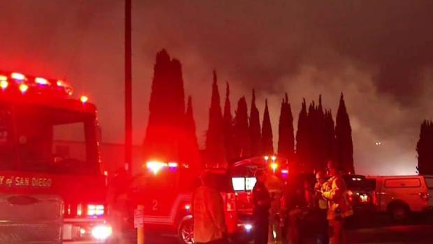 [DGO] Kearny Mesa Warehouse Fire Sends Plumes of Smoke in Air