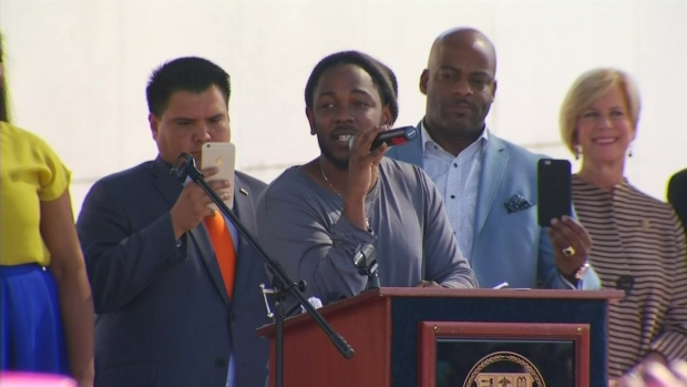 [NATL] Kendrick Lamar Honored With Key to City of Compton