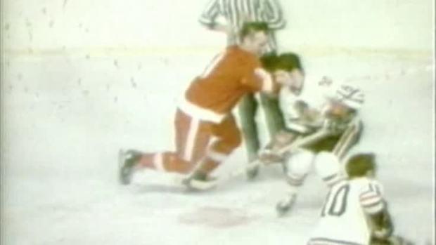 Gordie Howe, Hockey Player Known as 'Mr. Elbows,' Dies