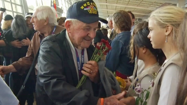 [GAL]WWII Vets Return from Honor Flight