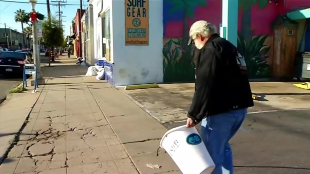 [DGO] Residents Help Clean Up Ocean Beach