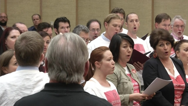[DGO] Opera Supporters Sing for Survival