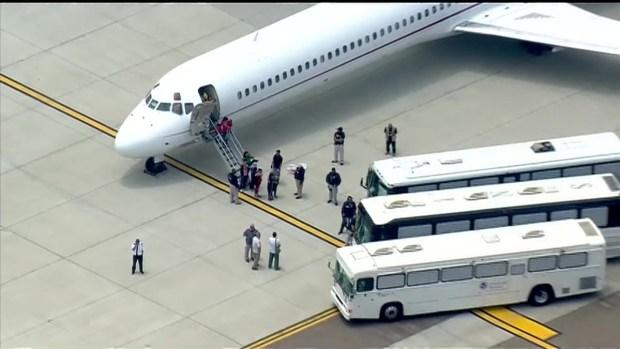 [DGO] RAW: Undocumented Women, Children Arrive in San Diego