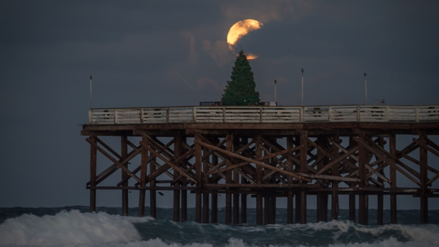 [G] Christmas Eve Full Moon Lights up San Diego