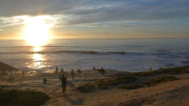 [DGO] Surfers Ready to Jump in on High Surf
