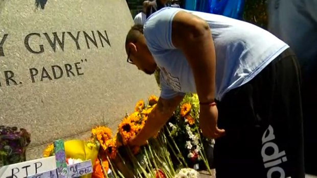 [DGO] Mourners Pay Respects at Tony Gwynn Statue