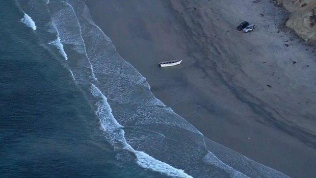 [DGO] Panga Boat Discovered Along Torrey Pines State Beach