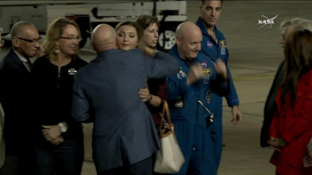 [NATL] Astronaut Scott Kelly Back in the United States