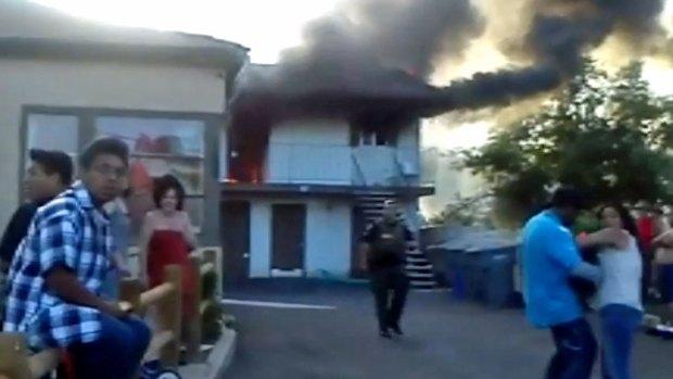 [G] Fire Engulfs Vista Apartment Building: Images
