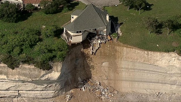 [DFW] Luxury Home Falling Into Lake Whitney