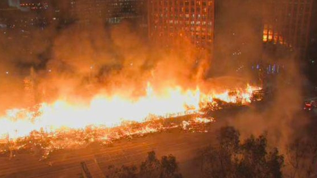 [NATL] PHOTOS: Massive Da Vinci Fire