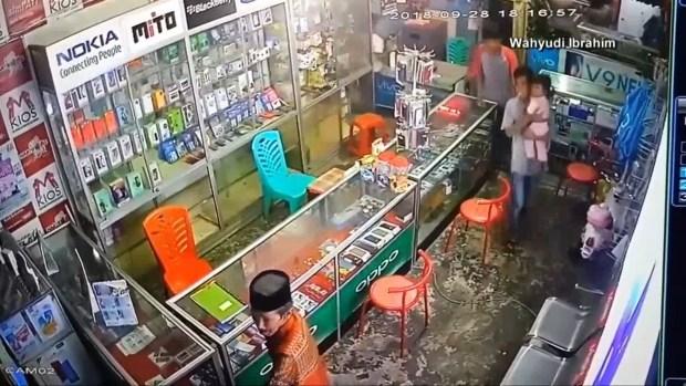 [NATL] 7.5 Earthquake, Tsunami Strikes Indonesia