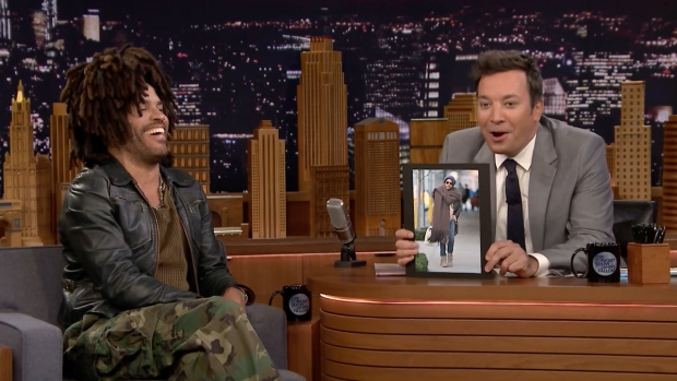 [NATL] 'Tonight': Lenny Kravitz Reacts to His Giant Scarf Meme
