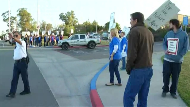 [DGO]Alpine Teachers Strike over Cuts