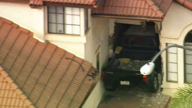[DGO] Truck Crashes into Rancho Penasquitos Home
