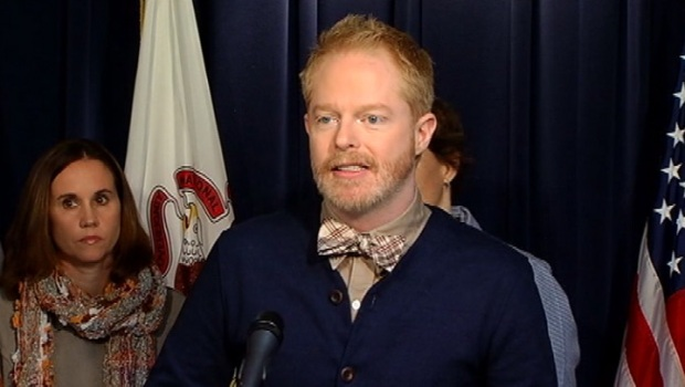 "[CHI] ""Modern Family"" Star Pushes For Marriage Equality"