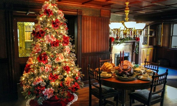 [WORTH THE DRIVE] Winchester Mystery House Christmas