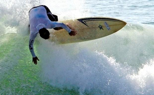 [BAY] Surfers Converge on Half Moon Bay For Mavericks