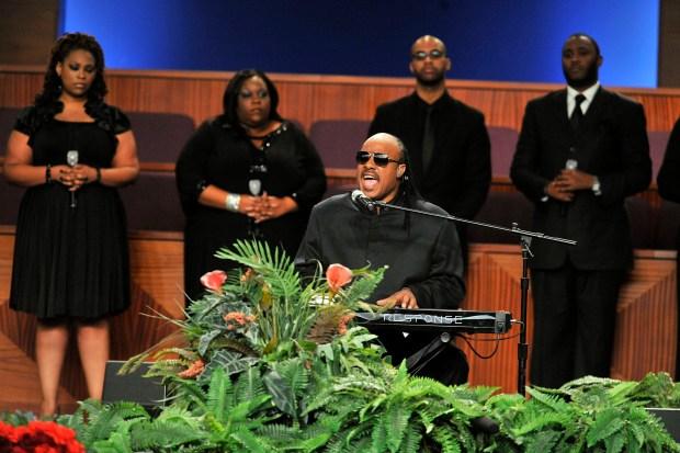 Hundreds Attend Etta James' Funeral