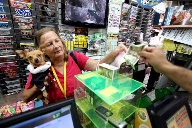 [PHOTOS]Mega Millions Jackpot Draws Luck-Seeking Players
